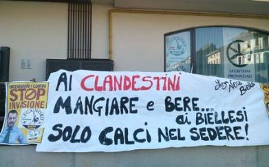 biella-lega-nord-protesta-profughi-prefettura-biella24-003