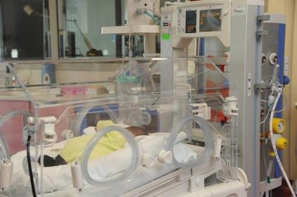 neonato al Nido dell'Ospedale degli Infermi