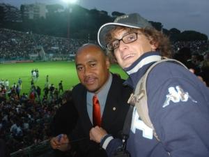 Un giovane Filippo Musso, capitano Brc, con la leggenda del rugby Jonah Lomu