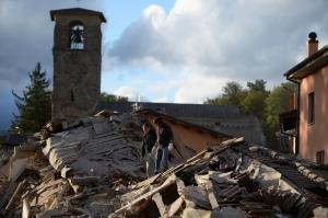 Una casa ridotta in macerie dal terremoto ad Amatrice, 24 agosto 2016 (FILIPPO MONTEFORTE/AFP/Getty Images)