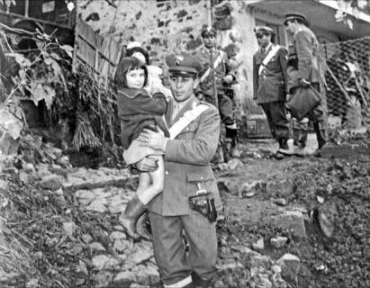 Foto bambina con Carabiniere