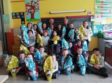 Consegna uova di Pasqua scuola elementare Portula