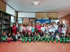 Consegna uova di Pasqua scuola elementare Rodari Valdilana