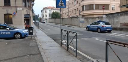 biella, polizia parcheggiata male